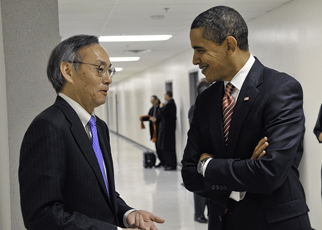 president_obama_and_secretary_chu.jpg