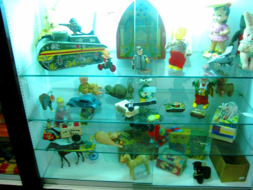 Yet another display case full of vintage wonderments