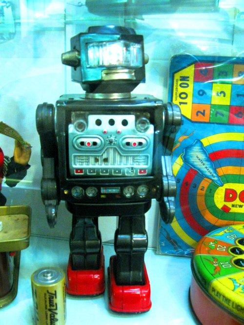 Cool vinttage tin robot