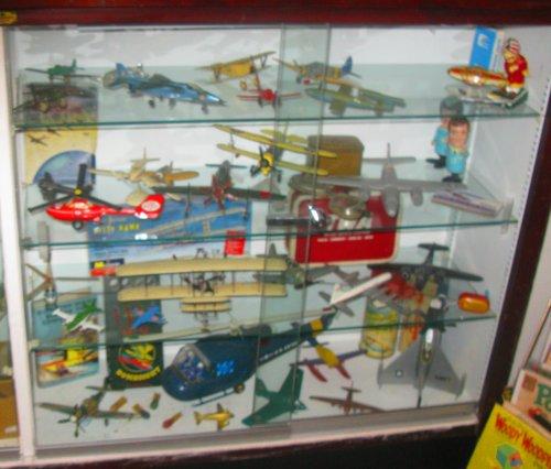 A case full of aeronautics