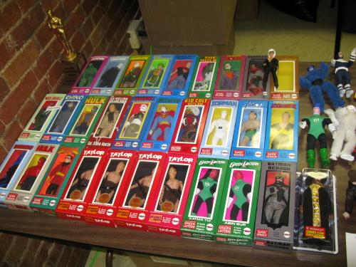 Custom figures with custom boxes
