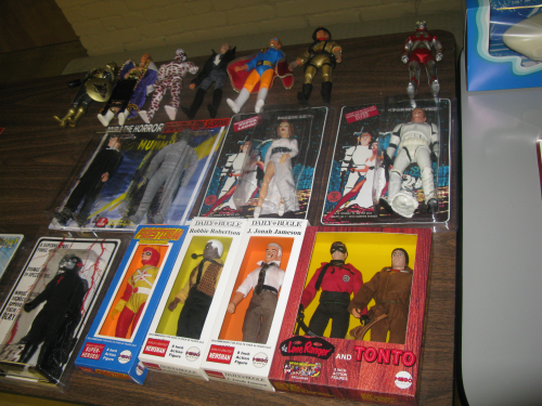 It's the table full of customs for the big MEGO Meet Auction...photo # 4