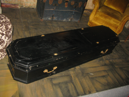 Another stray casket. You will see the embalming room in the next RFC MINI SHOW