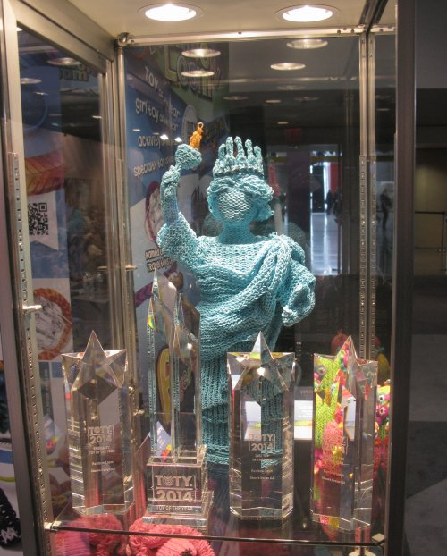 An impressive loom band sculpture, posted here for Lee Harrah.